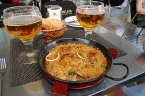 paella and beer on La Rambla