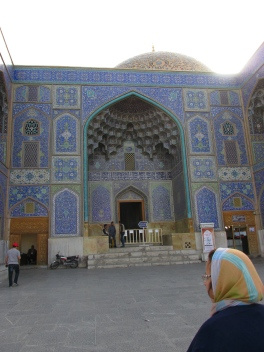 Entrance to the mosque of the royal family from the square.