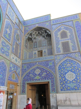 I just love this blue tile on the mosques.